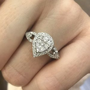 14kt Pear shape  Diamond Ring